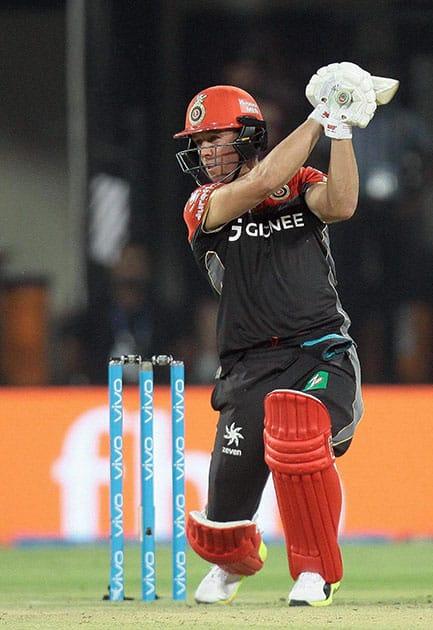 AB de Villiers plays shot during the IPL 2017 match against KXIP