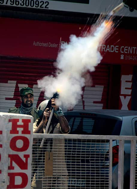 Students clash with security forces in Srinagar