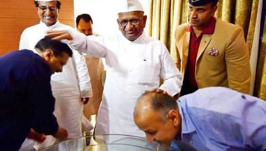 Anna Hazare called 'BJP Agent' on Twitter, Manish Sisodia retweets it