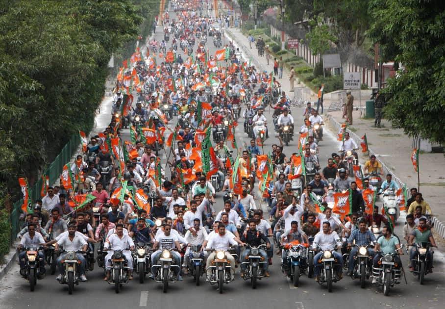 BJP workers welcoming Shah in Jammu