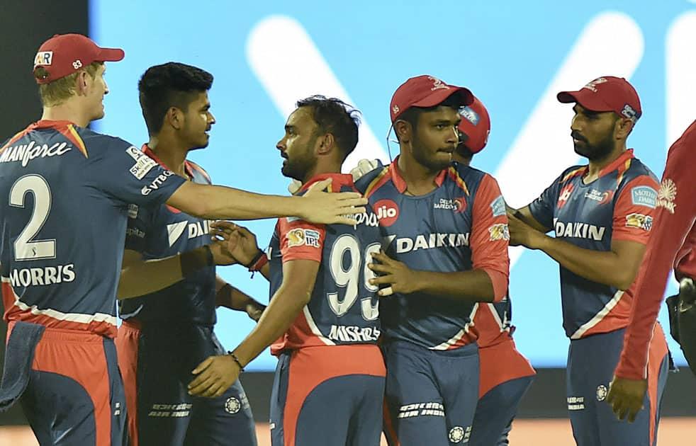 Delhi Daredevils players celebrate the dismissal