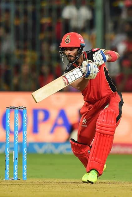 Mandeep Singh plays a shot
