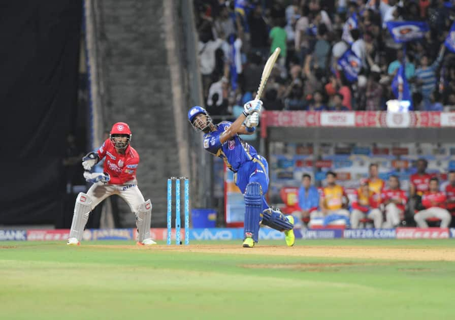 Lendl Simmons of Mumbai Indians in action