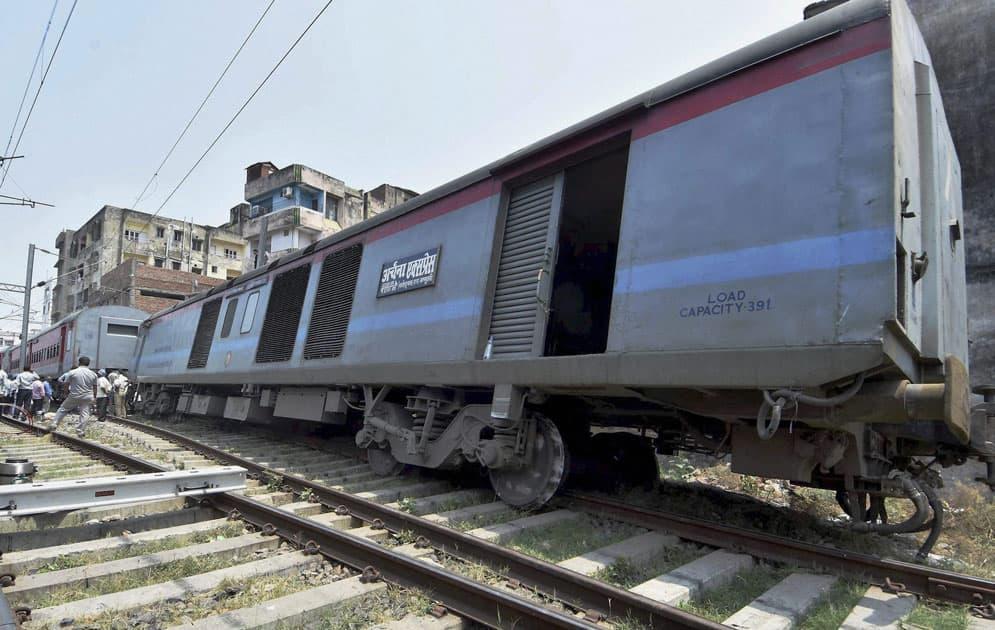 Archana Express train derail