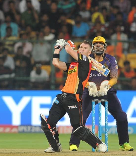Sunrisers Hyderabad skipper David Warner in action