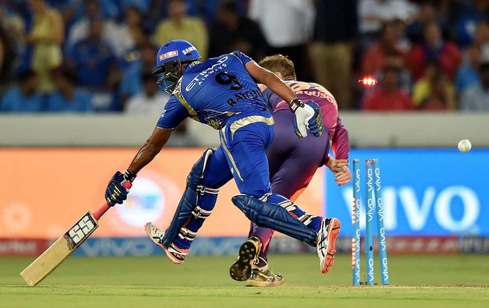 Ambati Rayudu jumps to reach the crease during the IPL 10 Final match