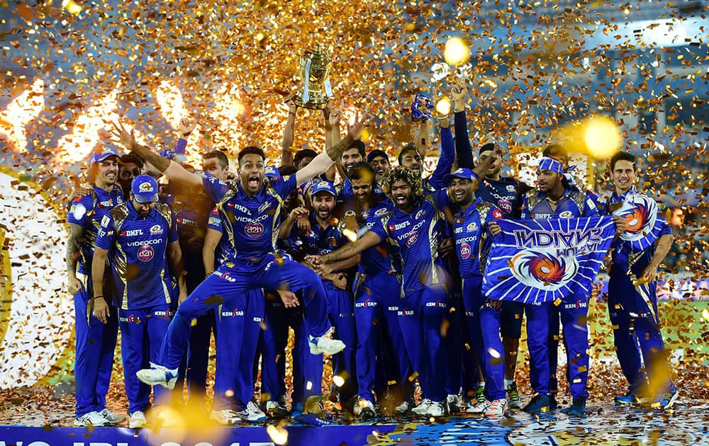 Mumbai Indians players with IPL 10 trophy after they win the IPL 10 Final match