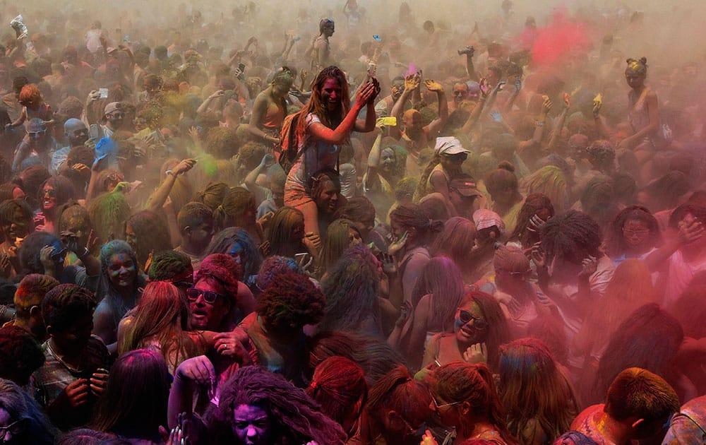Visitors play the Holi Festival