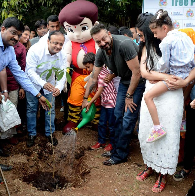 Sanjay Dutt with his family plant tree