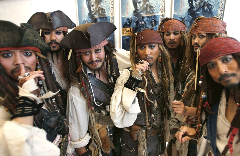 Johnny Depp fans all dressed in Captain Jack Sparrow