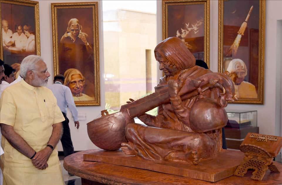 Narendra Modi unveils the statue of Dr. A.P.J. Abdul Kalam