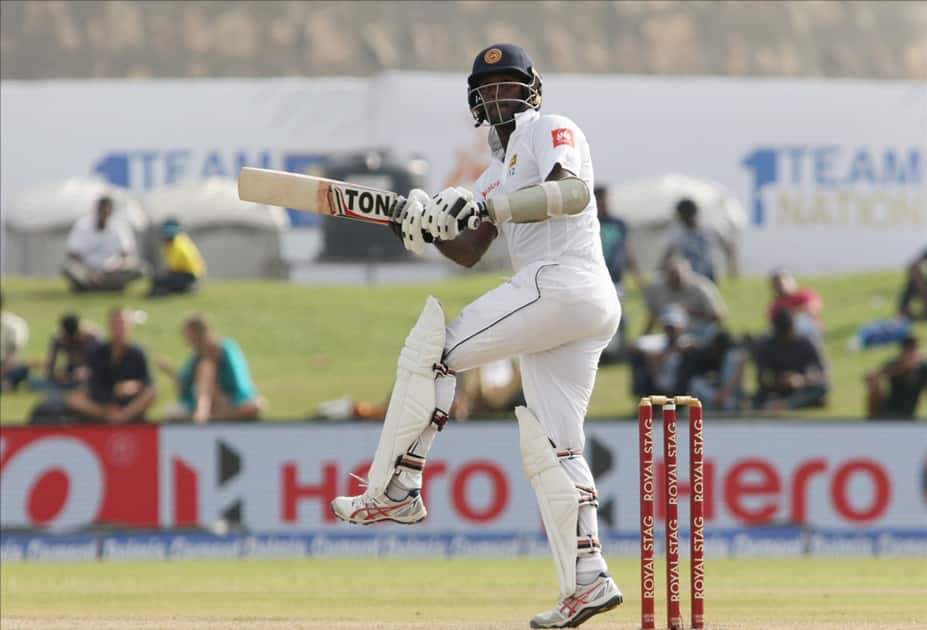 Angelo Mathews in action
