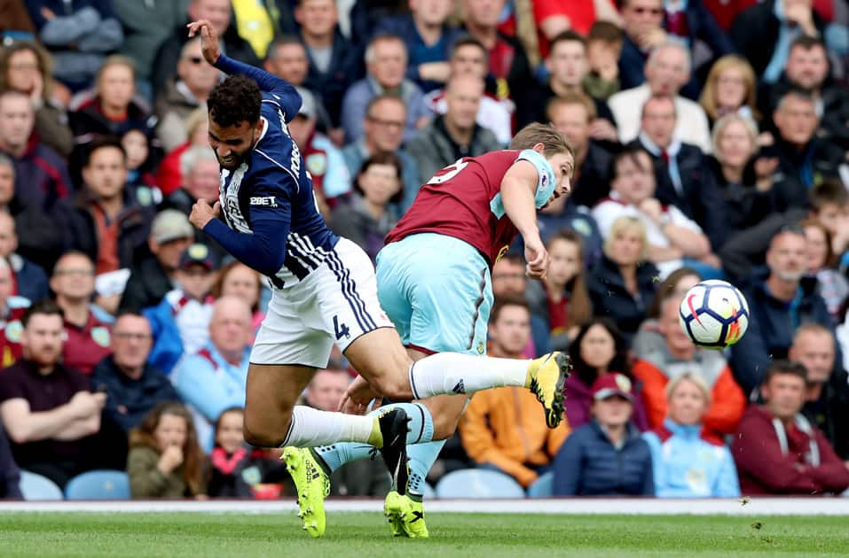 West Brom's Hal Robson-Kanu vying for ball against West Ham
