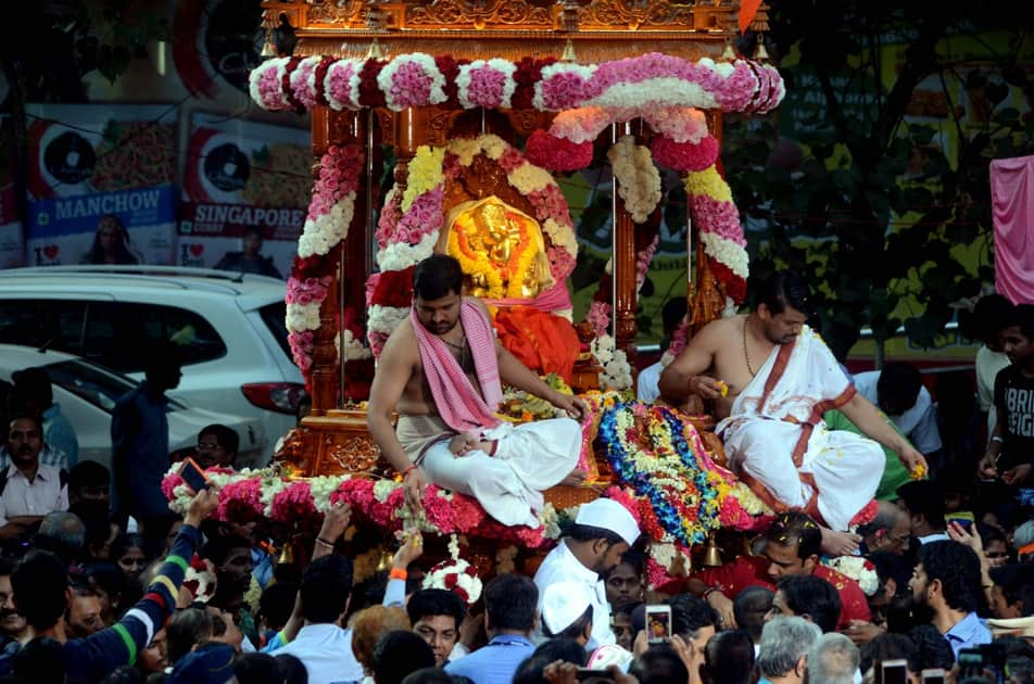 Devotees throng Siddhivinayak Temple on Ganesh Chaturthi in Mumbai