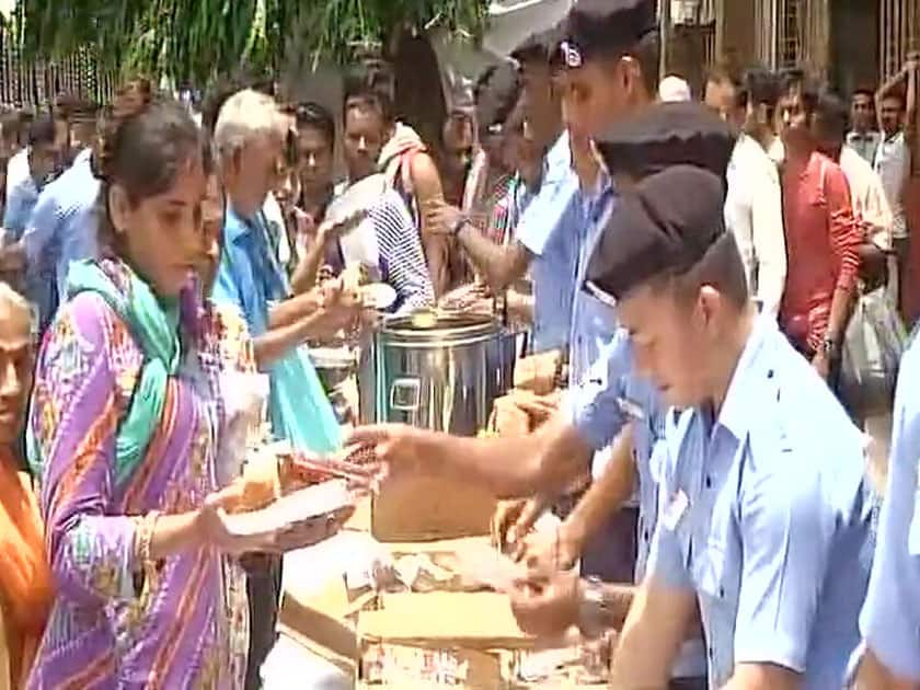 Indian Navy distributed breakfast and tea to people
