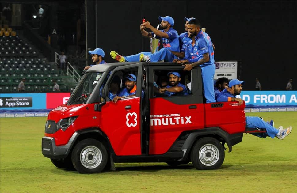 Indian cricket team enjoying a ride