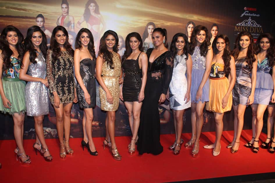 Actress Lara Dutta with models at the star studded red carpet of