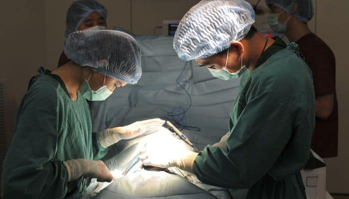 Humans vs robots: Who make better surgeons?