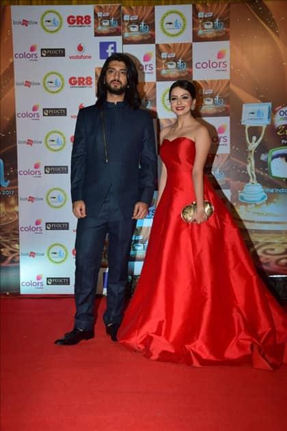 Actors Kunal Jaisingh and Shrenu Parikh at the red carpet of ITA Awards in Mumbai.