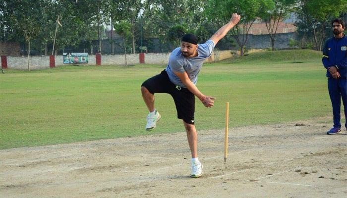 Harbhajan Singh slams Twitter user for calling him 'old dog'