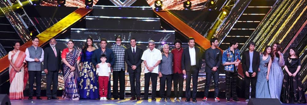 I & B Minister Smriti Irani and Goa Chief Minister Manohar Parrikar, MoS Shri Kiren Rijiju, actors Amitabh Bachchan and Salman Khan, Akshay Kumar, and others