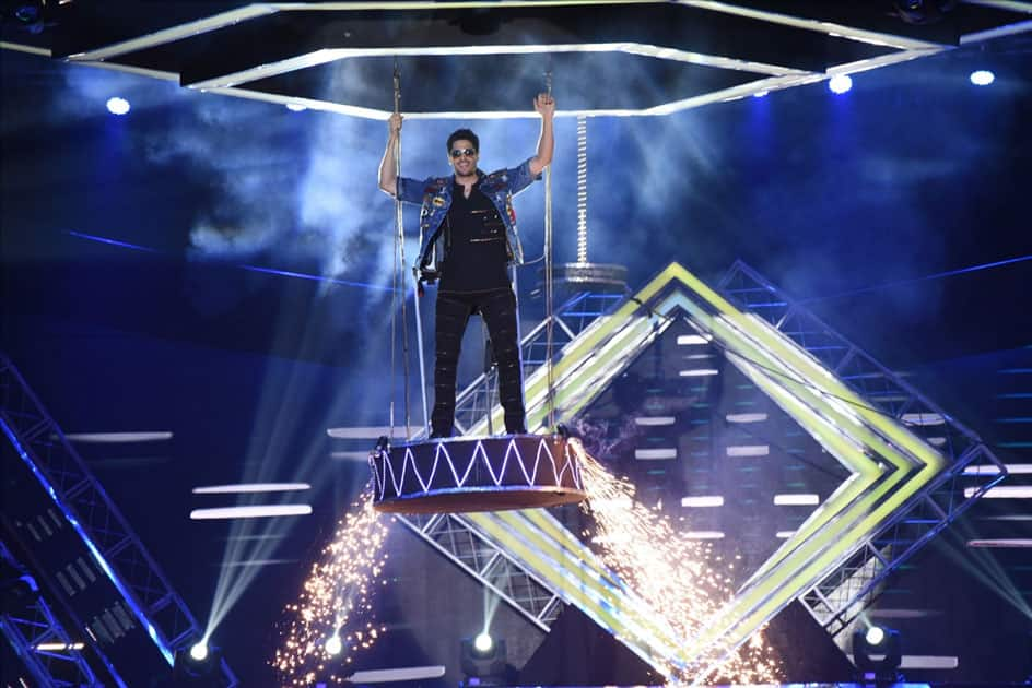 Actor Sidharth Malhotra performing at the closing ceremony of the 48th International Film Festival of India in Panaji, Goa.