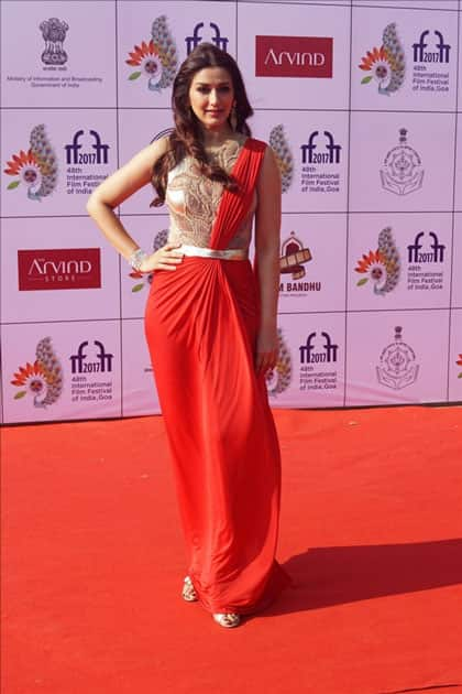 Actress Sonali Bendre Behl at the red carpet of closing ceremony of 48th International Film Festival of India in Panaji, Goa.