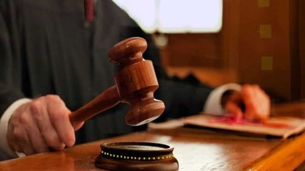 War crimes suspect 'drinks poison' in court