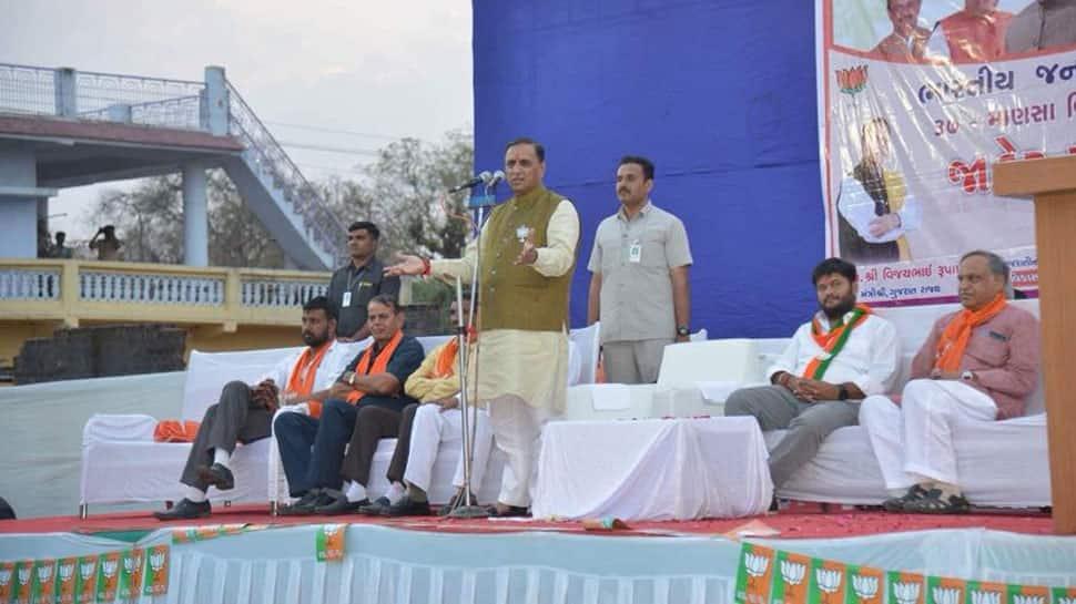 Gujarat CM resigns, all eyes on MLAs' meet to select Vijay Rupani's successor