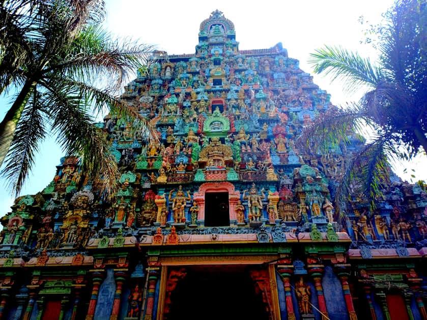 Jambukeswarar Temple in Thiruvanaikaval near Trichy, Tamil Nadu is home to the Jambu Lingam. It represents Water.