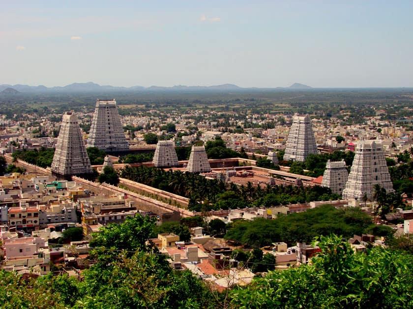 Arunachaleswara Temple in Thiruvannamalai, Tamil Nadu is the abode of the Agni Lingam. It represents Fire.