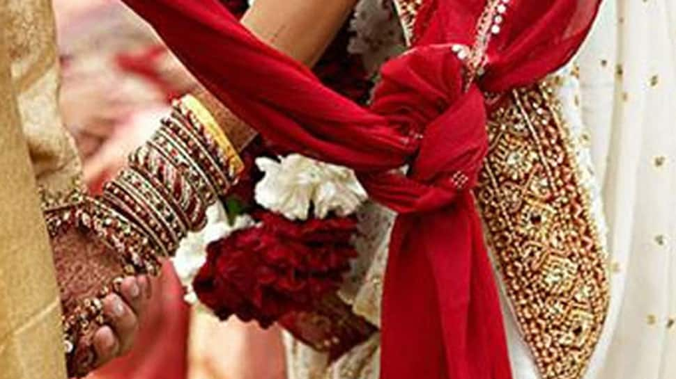 More than 350 couples tie the knot in Gujarat, West Bengal in mass weddings
