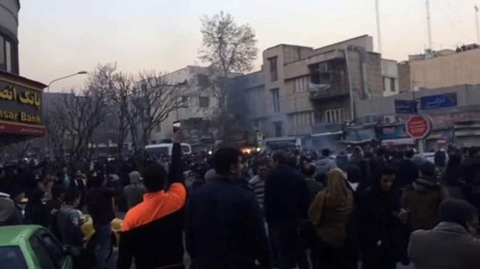 Unrest in Iran, ten dead in overnight street protests