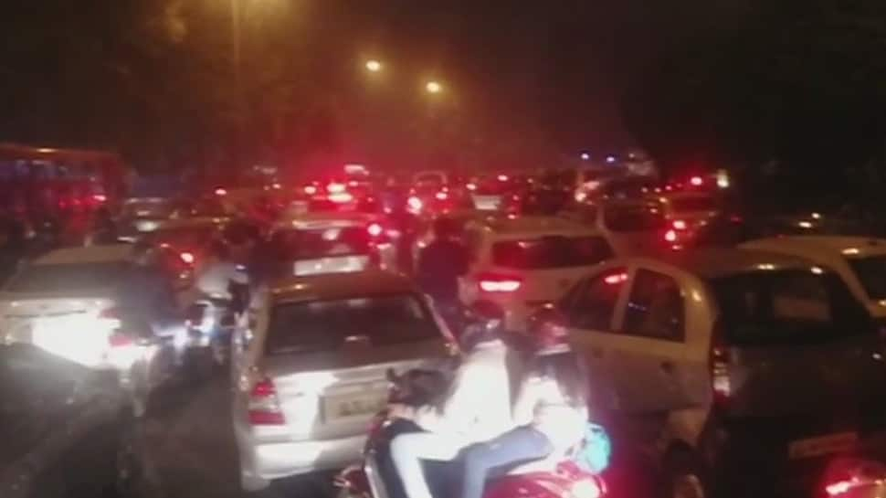 Over 2.5 lakh people gather at India Gate to usher in New Year, Delhi witnesses major traffic snarls