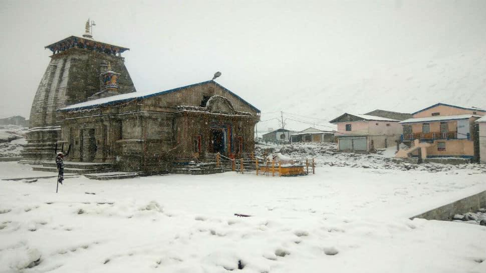Heavy snowfall hits Kedarnath, temperature plunges to below freezing