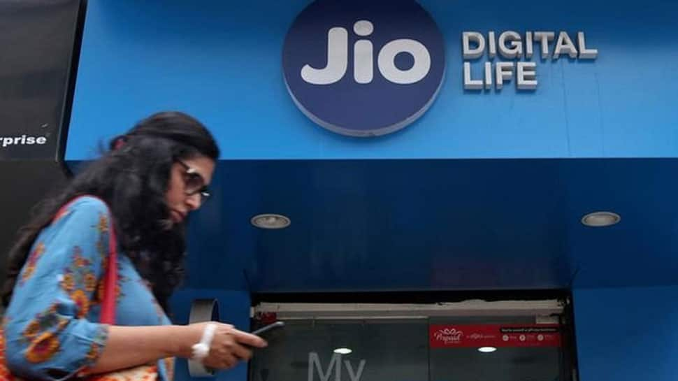 Jio rolls out New Year offer, to provide 1GB data for Rs 149 per month