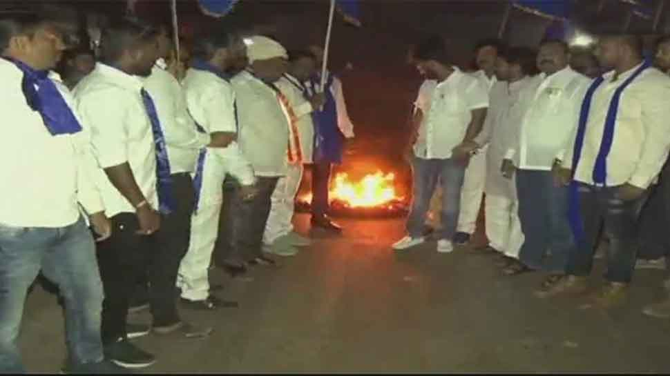 Bhima Koregaon violence: Bandh called in Hubli; protesters vandalise vehicles, police barricades