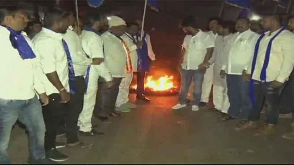 Bhima Koregaon violence: Bandh called in Hubli; protesters vandalise vehicles, police barricades