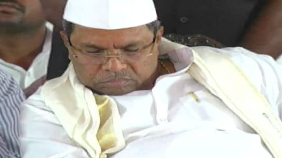 Twitter in splits after Karnataka CM Siddaramaiah dozes off on stage yet again