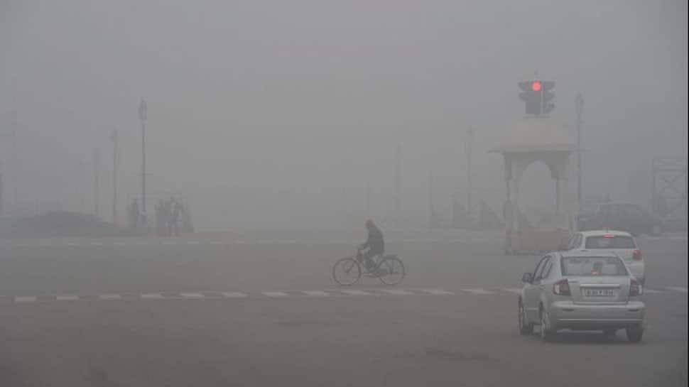 Foggy morning in Delhi, 22 trains cancelled, 49 delayed