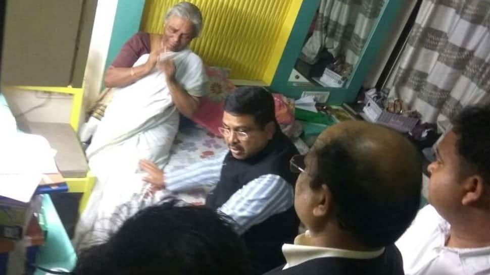 Oil Minister Dharmendra Pradhan meets kin of chopper crash