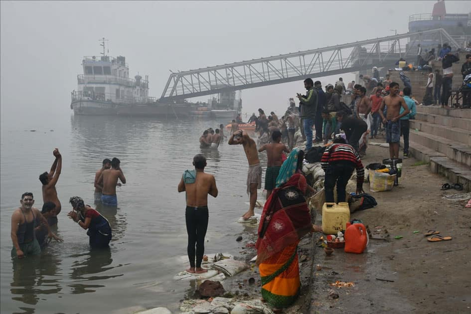 Devotees perform rituals on the banks of Ganga river on Makar Sankranti in Patna.