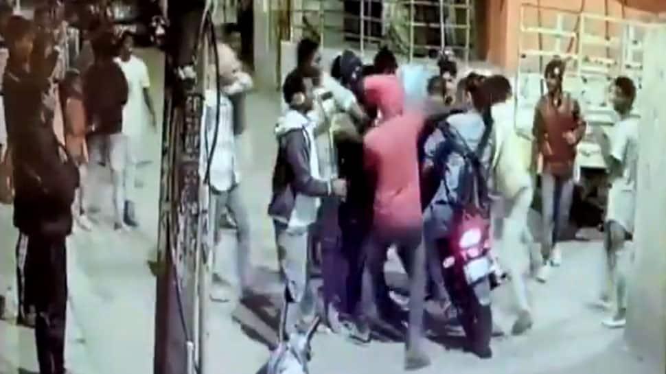 Watch: Couple beaten up on Bengaluru street on New Year's eve