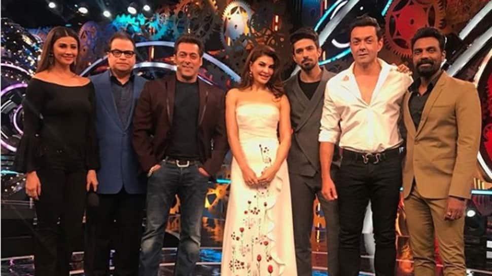Salman Khan and 'Race 3' team blow kisses at producer Ramesh Taurani on birthday! See pic