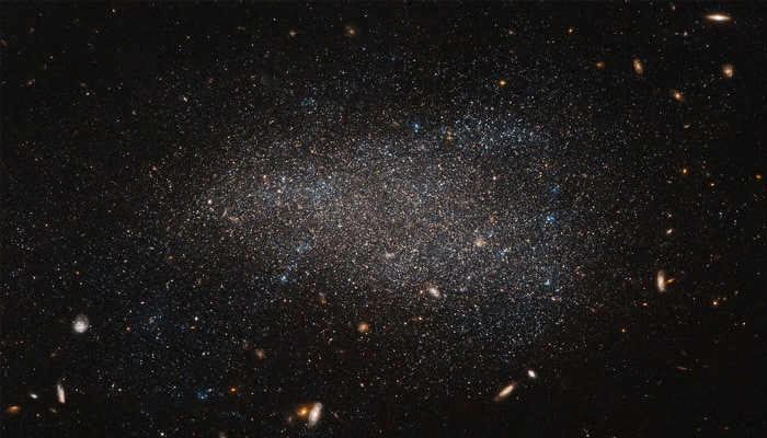 Lonely black hole hiding in giant star cluster identified