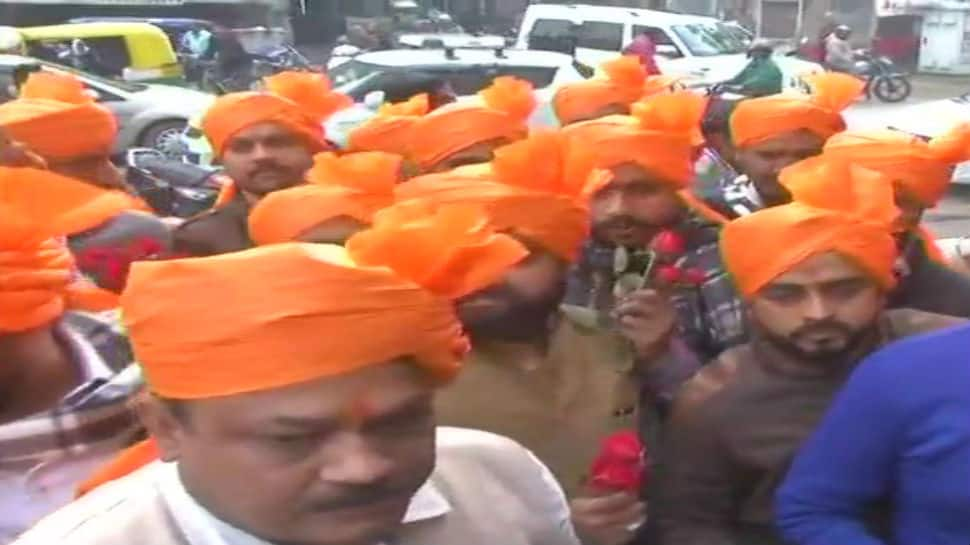 Padmaavat row: Karni Sena turns to Gandhigiri,  distributes roses in Lucknow