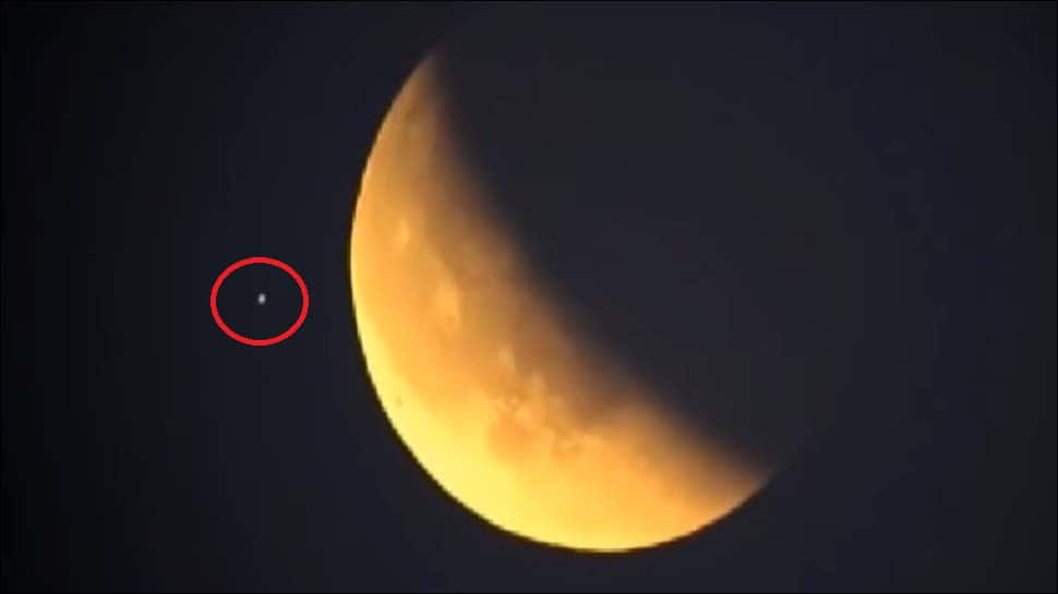 Did aliens make an appearance during the Super Blue Blood Moon? - Watch