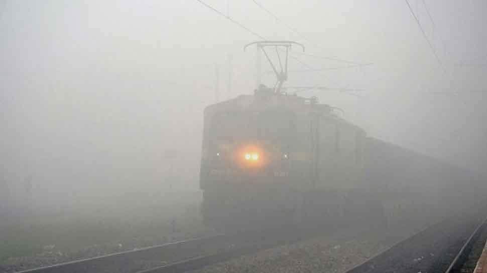 Fog engulfs Delhi, disrupts train services