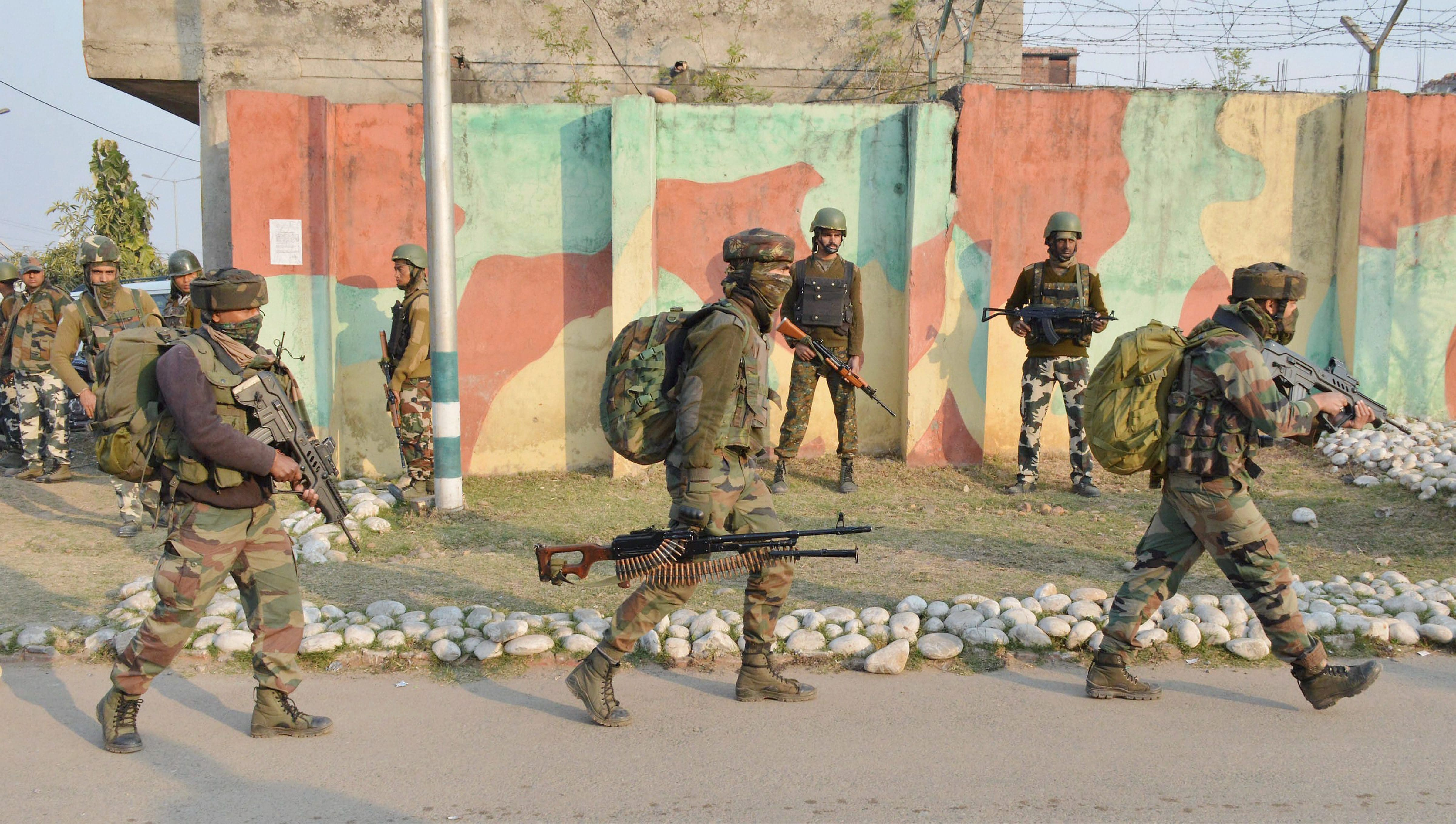 5 soldiers martyred, 4 terrorists killed in Sunjwan Army camp attack