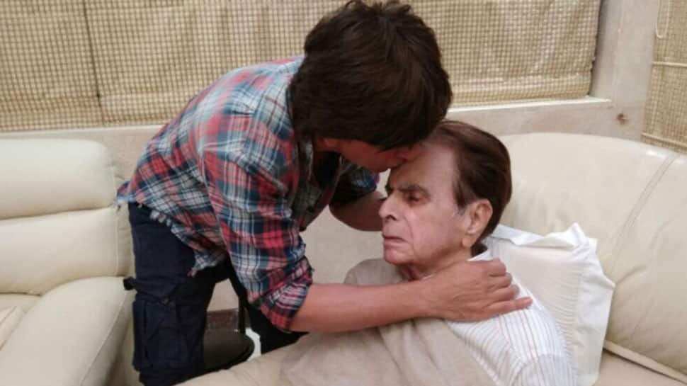 Shah Rukh Khan's latest pic with Dilip Kumar goes viral